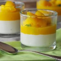 Weisses Schokomousse mit Mango