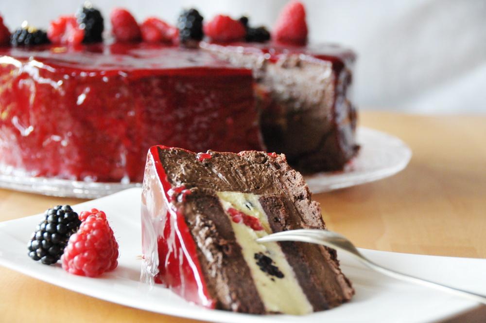 Zartbitter-Beeren-Torte