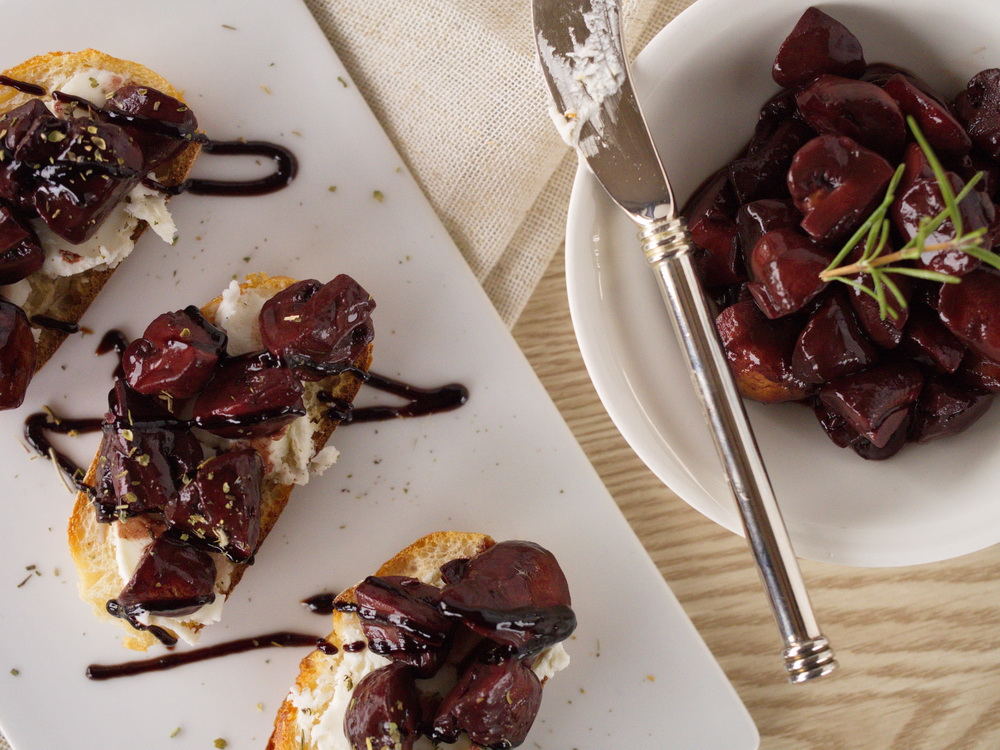 Rotwein-Pilz-Crostini mit Ziegenkäse