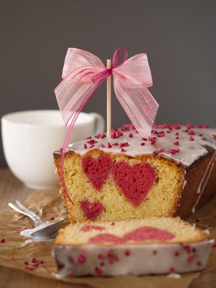 Vanille-Kuchen mit Himbeerherzchen