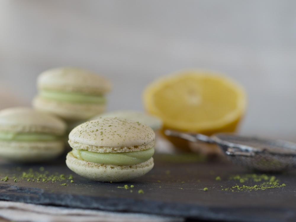 Matcha-Zitronen-Macarons