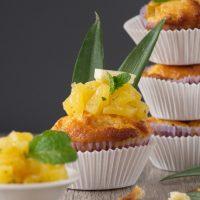 Ananas-Muffins mit weißer Schokolade und Minze