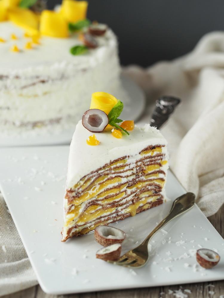 Mango-Crêpes-Torte mit Maracuja und Schokoade