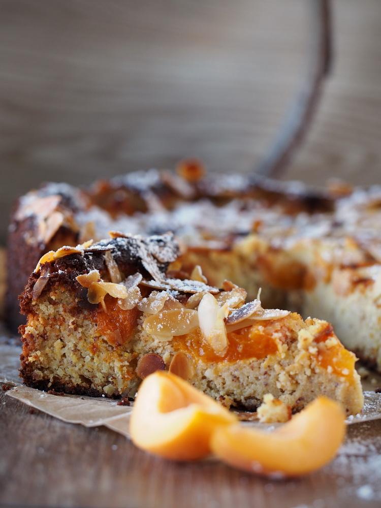 Mandel-Aprikosen-Kuchen mit Safran  Zum Kaffee dazu...