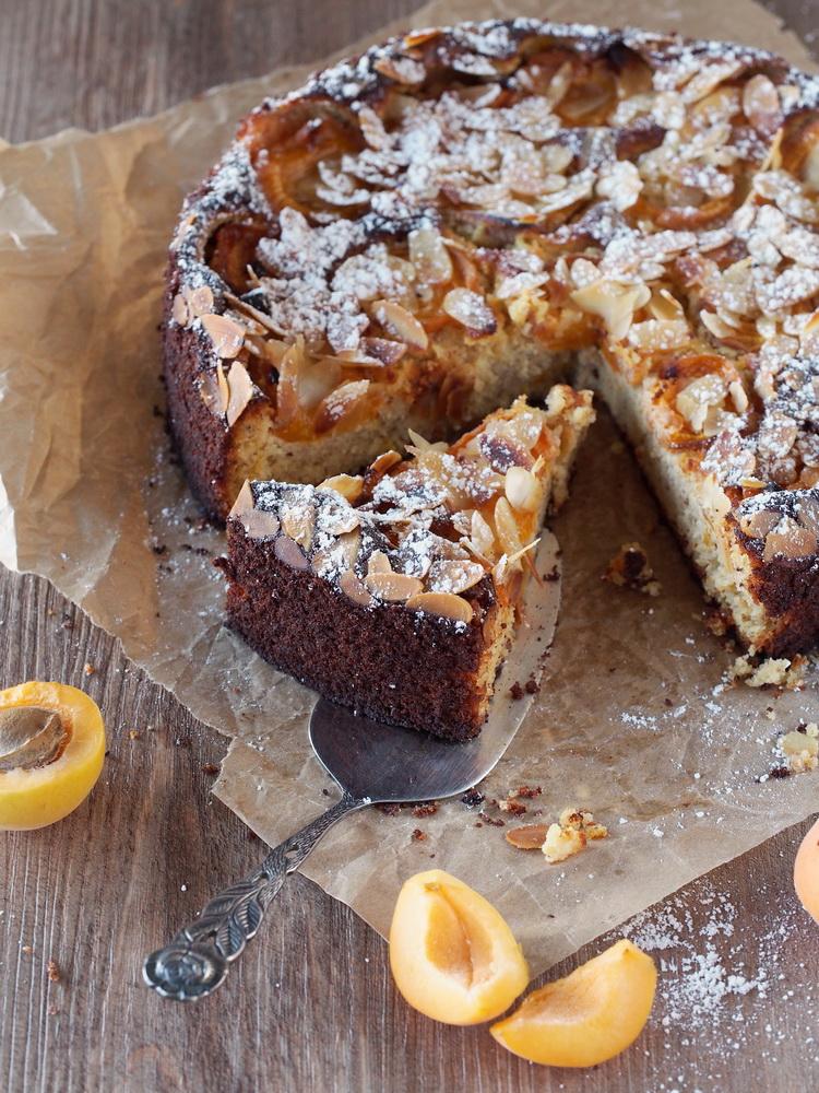 Mandel-Aprikosen-Kuchen mit Safran