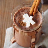 Heiße Schokolade mit Sahne