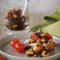 Belugalinsen-Salat mit Tomate und Ananas
