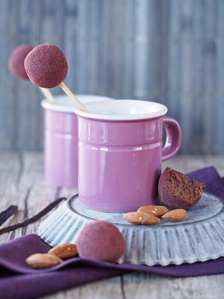 Energiebällchen mit Kirschen, Mandeln und Vanille