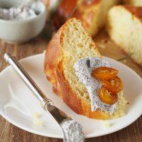 Hefekranz mit Mohn-Creme und Kumquat-Marmelade