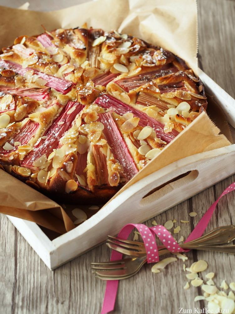 Mandel-Buttermilch-Kuchen mit Rhabarber