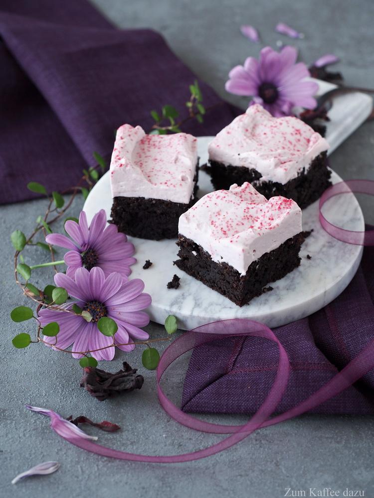Brownies mit Hibiskus-Frosting