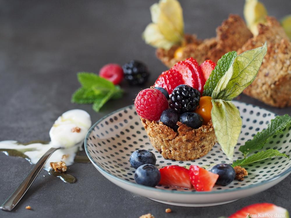 Müsli-Schälchen mit Joghurt und Obst
