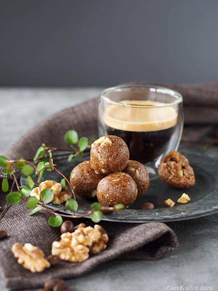 Walnuss-Espresso-Kugeln