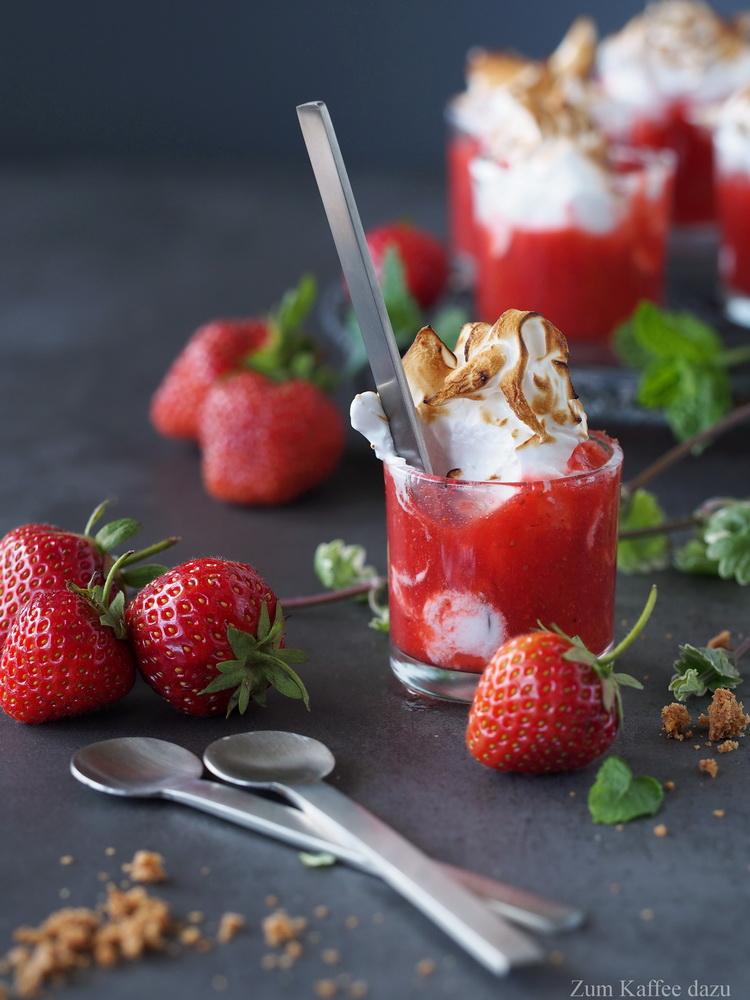 Erdbeer-Holunderblüten-Shots mit Marshmallow