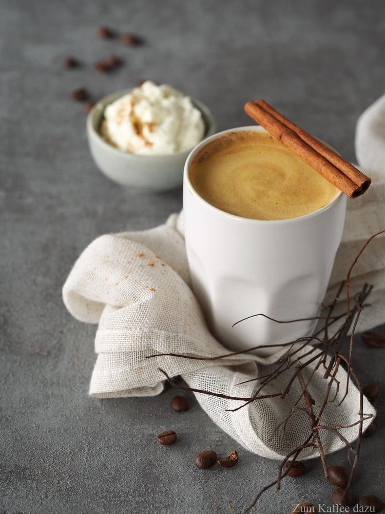 sparma nahmen oder k rbis latte macchiato mit wei er schokolade zum kaffee dazu. Black Bedroom Furniture Sets. Home Design Ideas