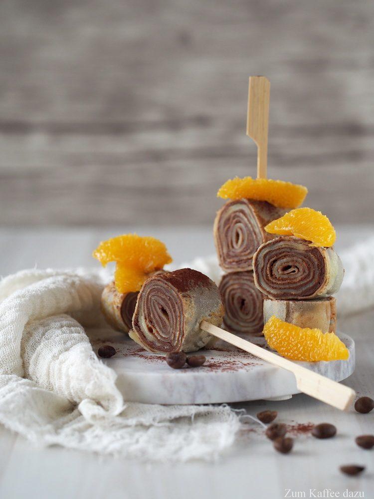 Crêpe-Röllchen mit Espresso, Orange und Schokolade