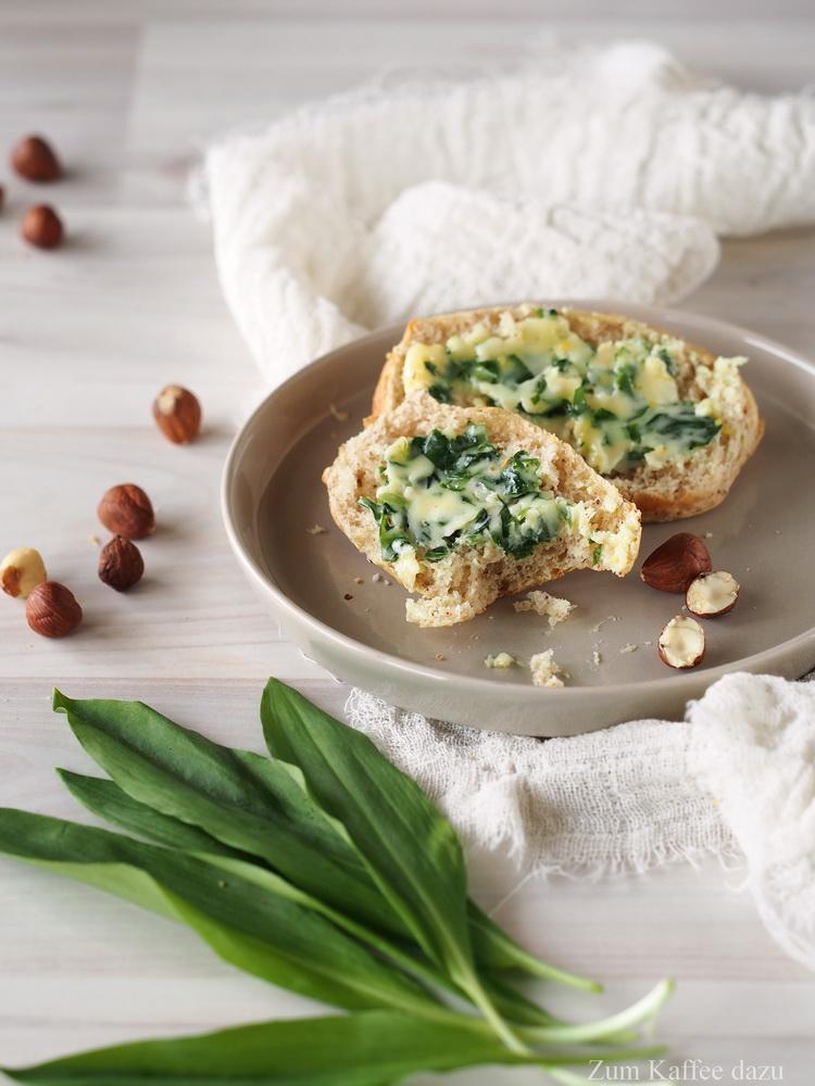 Laugenbrötchen mit Haselnüssen und Bärlauch-Camembert