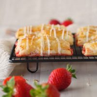 Blätterteigtäschchen mit Erdbeeren und Ingwer