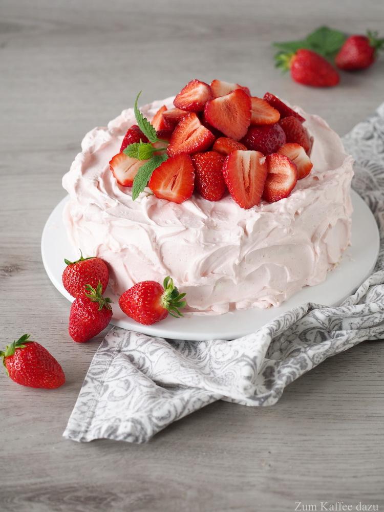 Wickeltorte mit Erdbeeren