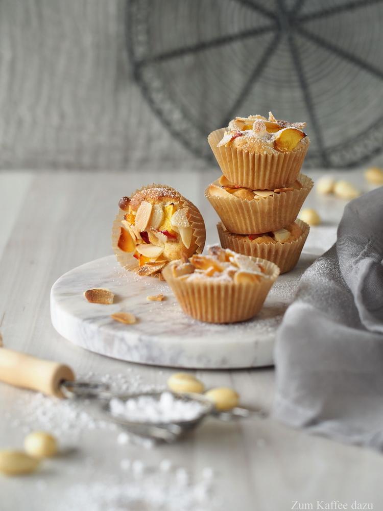 Mandelige Baileys-Muffins mit Nektarine