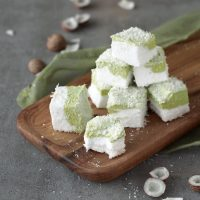 Kokos-Marshmallows mit Matcha
