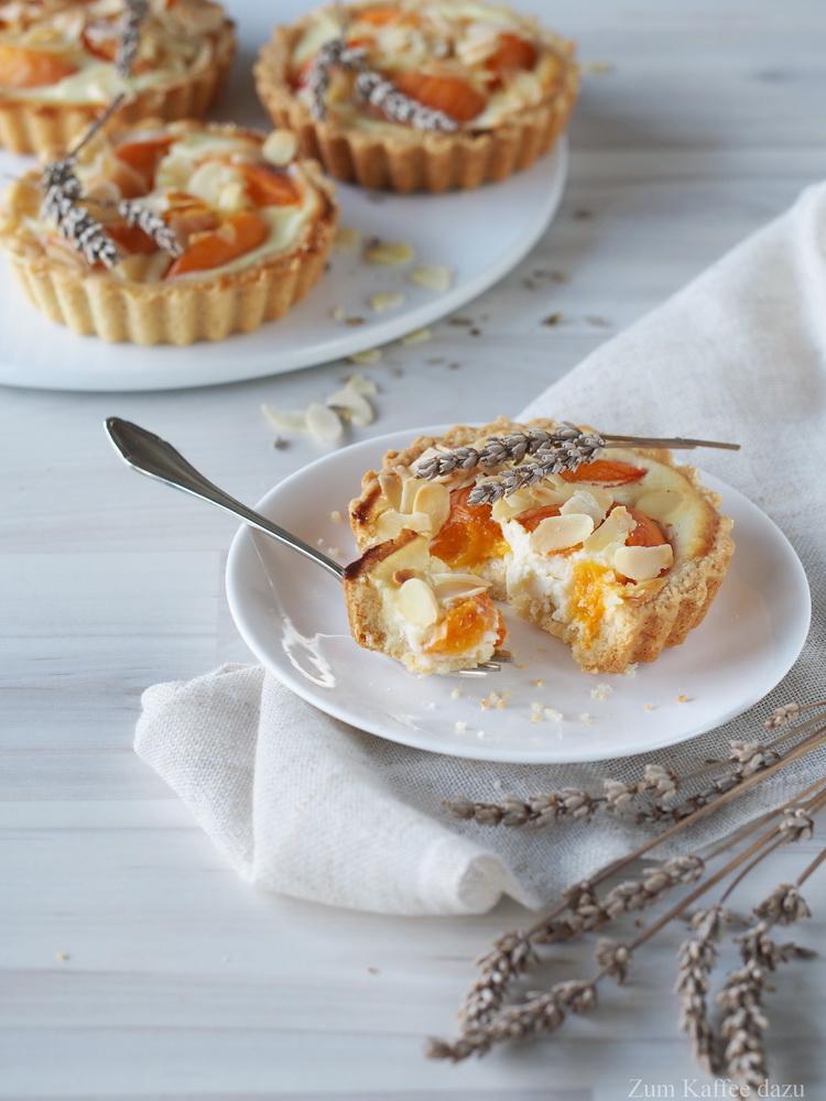 Aprikosen-Tartelettes mit Lavendel