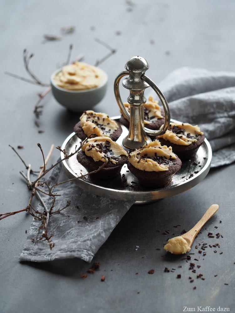 Schokoladenmuffins mit gesalzener Karamell-Creme