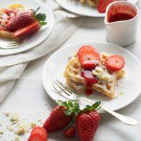 Joghurtwaffeln mit weißer Schokolade und Erdbeeren