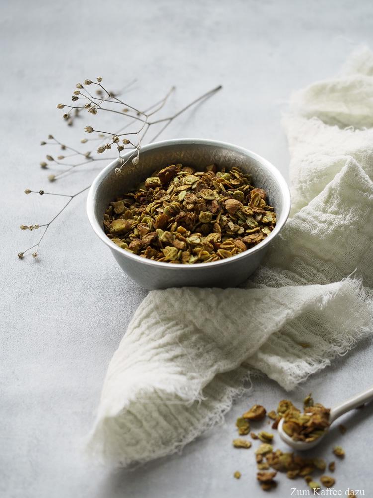 Matcha-Granola mit Honig und Mandeln