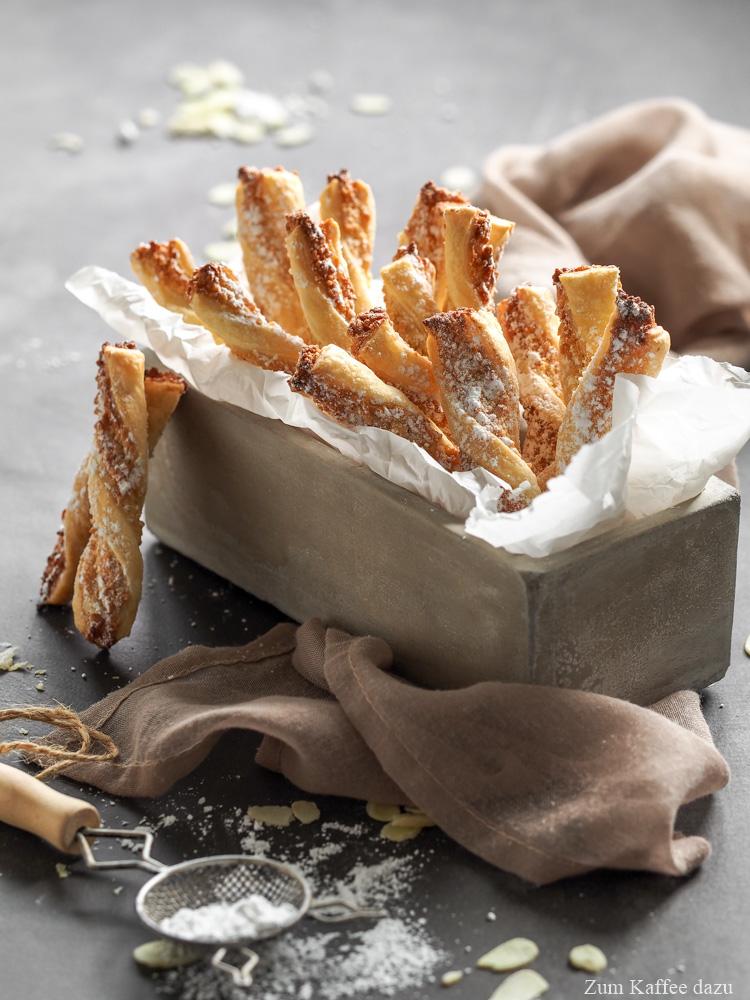 Blätterteigstangen mit Mandeln und Vanille