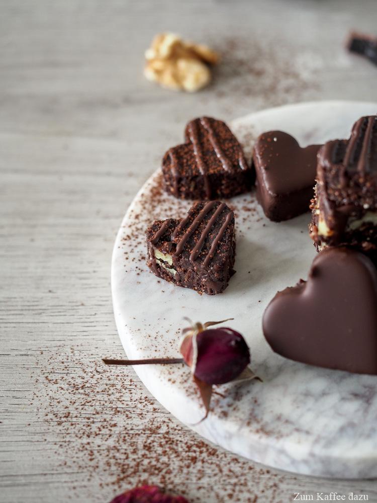 Brownie-Herzchen mit Walnüssen