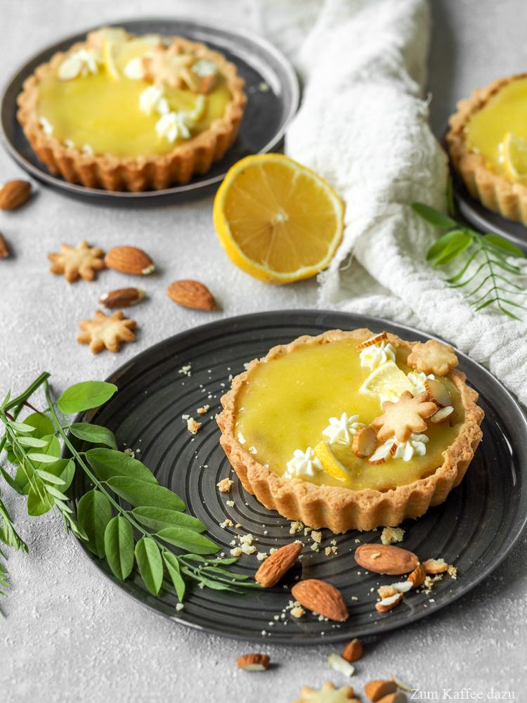 Mandel-Tartelettes mit Tonka und Zitrone